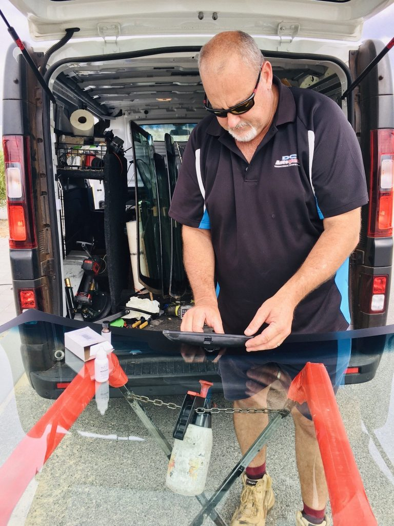 dave preparing a car windowscreen for replacement